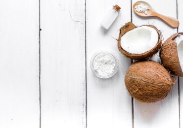 9 reasons why you want Coconut for your fruit salad, in a yoghurt and on your skin!